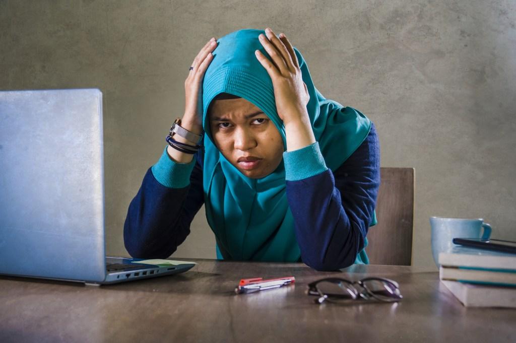 woman is overwhelmed by summarization