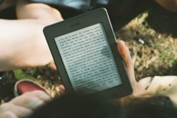 I dag kan man blive forfatter og udgive sine bøger som e-bøger, så de kan læses på en tablet