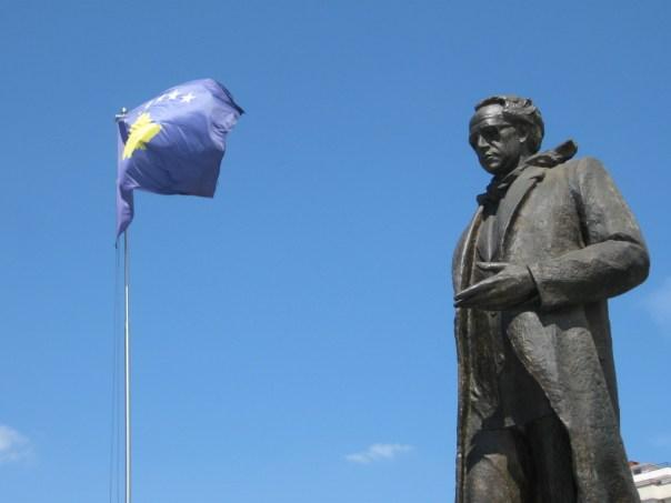 Kosovo statue