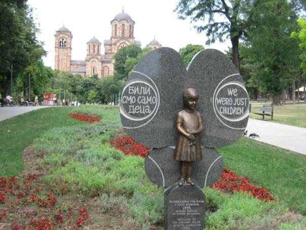 Mindesmærke for børnene der blev dræbt i 1999
