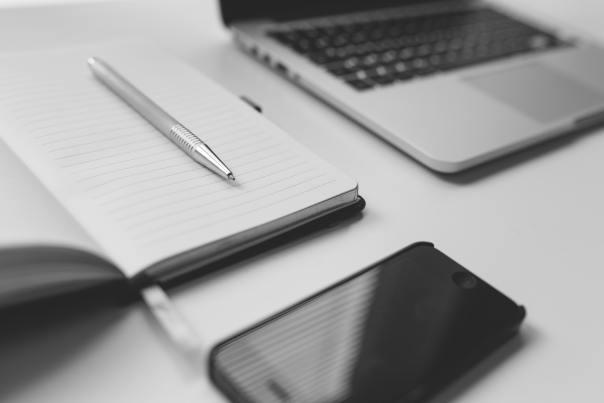Tekster til dig af tekstforfatter med uddannelse og erfaring inden for journalistik og digital marketing