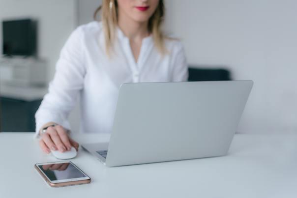 Professionel tekstforfatter til tekster til website, SEO, blogindlæg, artikler og digital markedsføring.