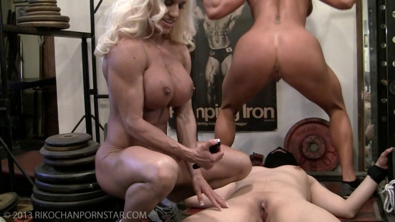 Ashlee Chambers, Darkside Milinda, and Rikochan lesbian gym threesome!
