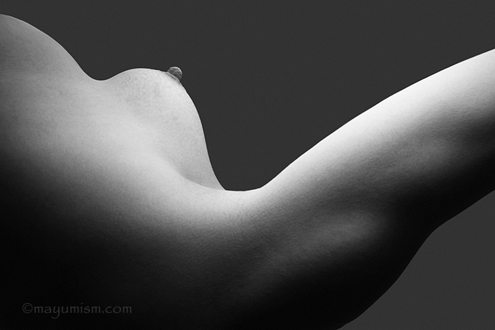FBB Rikochan's shoulders and breast in an erotic shot