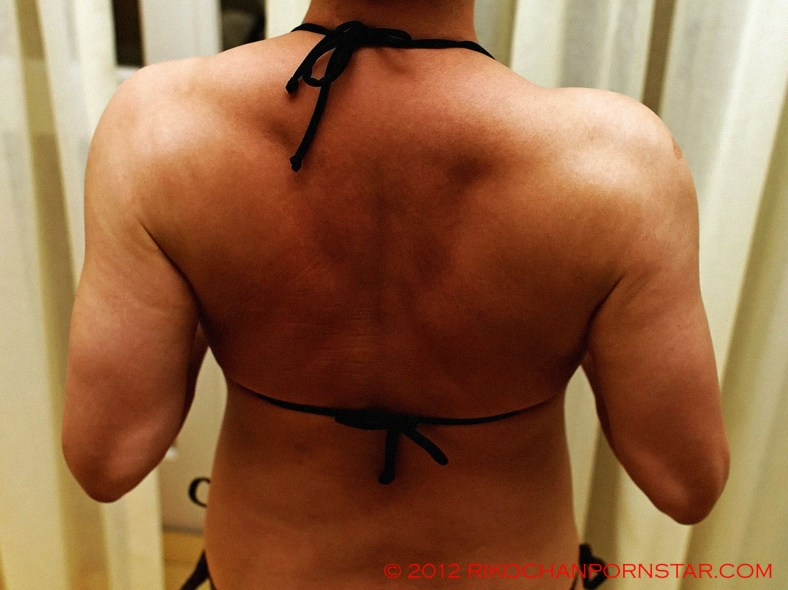 FBB Rikochan shows off her traps and back progress
