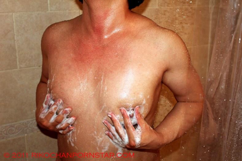 Musclegirl Rikochan's soapy shower tits
