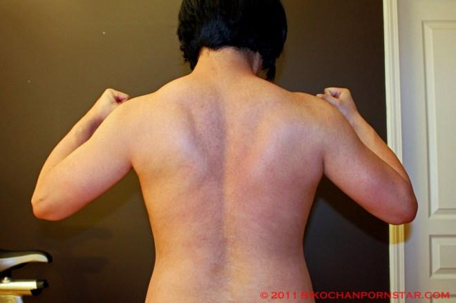 Amateur female bodybuilder Rikochan shows off her muscular back