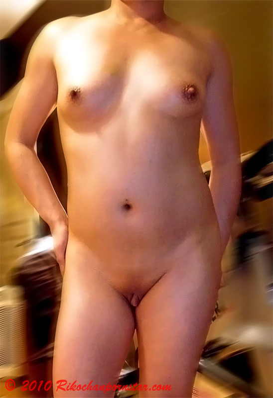 Wannabe musclegirl Rikochan nude shot
