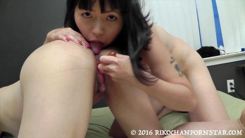 Yuka rimming 巨大クリ Rikochan's asshole