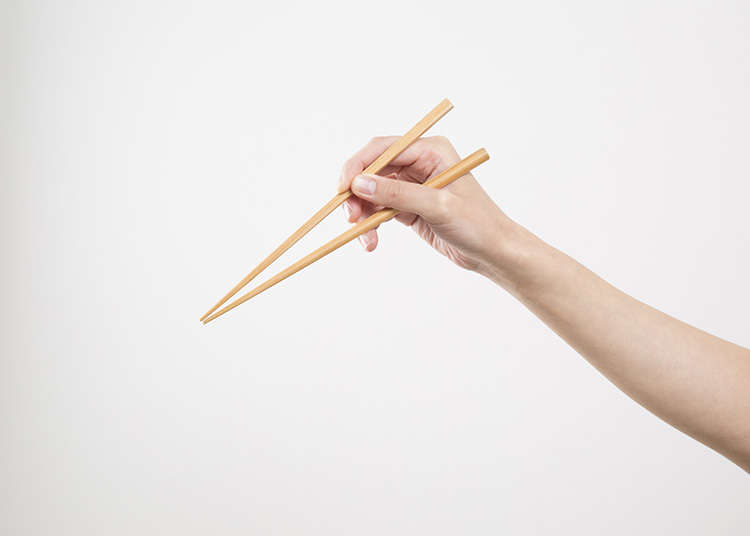 How to Hold Chopsticks and Move Them