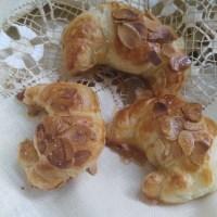 CROISSANTS RELLENOS de Almendra y chocolate