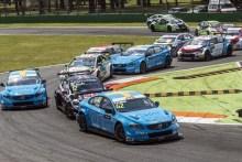 Cuatro de cuatro en el WTCC que queda más abierto tras Monza