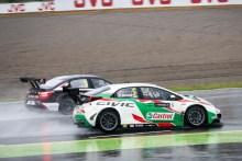 Michelisz se apunta la carrera principal recortada por la lluvia
