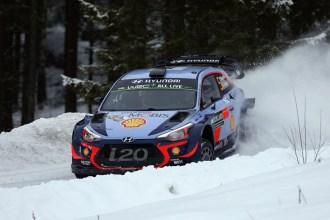 Neuville aguanta la presión para anotar su primer Rallye de Suecia