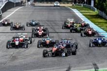 Felipe Drugovich (RP Motorsport) vence en la primera carrera del año