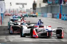 Rosenqvist abandona tras dominar la clasificación y buena parte de la carrera