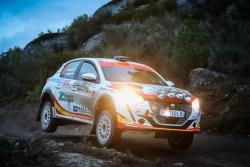 Alejandro Cachón, nuevo líder de la Peugeot Rally Cup Ibérica