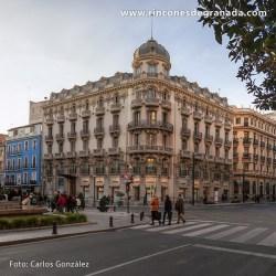 """EDIFICIO COLÓN Muchos granadinos llaman a este edificio """"La Paz""""."""