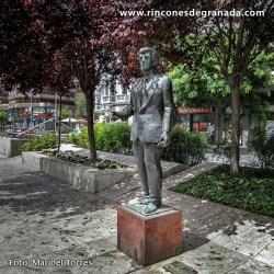 MONUMENTO A MANUEL BENITEZ CARRASCO Manuel Benítez Carrasco nació en Granada, en el barrio del Albayzin en 1922
