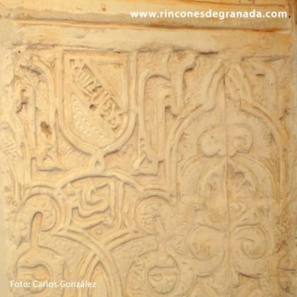 Escudo de banda en la yesería – Torre Fuerte de las Gabias