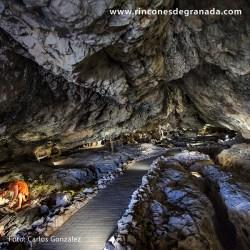 CUEVA DE LAS VENTANAS – PIÑAR Conocida también como Cueva de la Ventanilla o Cueva de la Campana
