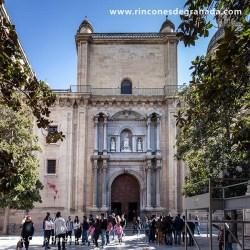 IGLESIA DEL SAGRARIO Construida en el siglo XVIII sobre la Mezquita Mayor de Granada