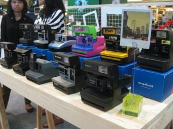 Salah satu stand, menjual kamera polaroid *mupeng*