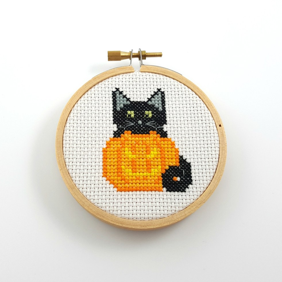Jack-o'lantern and black cat cross stitch pdf pattern