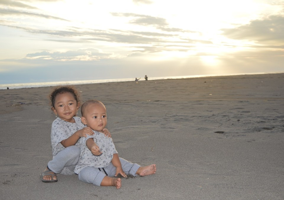 sunset pantai cemara sewu
