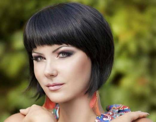 Dark Bob Hairstyle for Round Faces