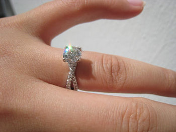 Hearts On Fire Envelop Twist Solitaire Engagement Ring