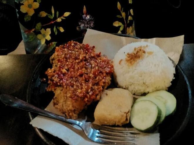 menu makanan tong tji tea house nasi ayam geprek