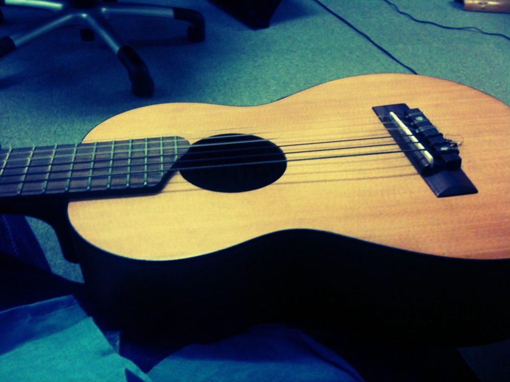 制作会社社長のミニギター。バンドマンでした。
