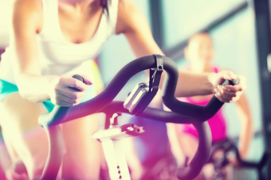運動する美女