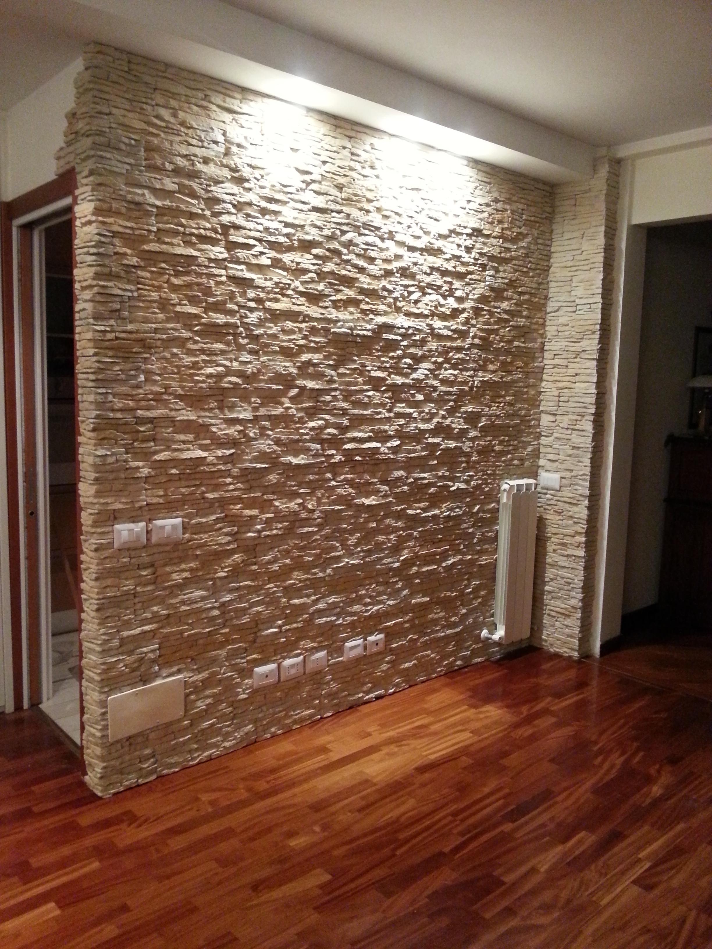 In questo caso, la decorazione della parete in pietra è raccomandata per le stanze. Il Soggiorno Rinnovare Con La Pietra