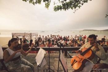 Quarteto de cordas tocando em casamento em Búzios