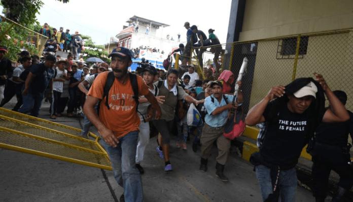 Resultado de imagen para mexicanos no aprueba de caravana