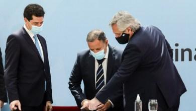 Photo of El gobernador Ricardo Quintela firmó el nuevo Consenso Fiscal