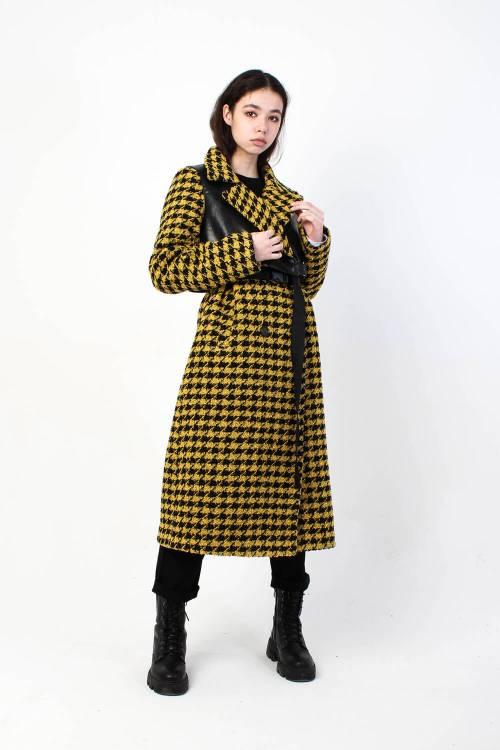 Пальто в гусиную лапку Enigma желтое