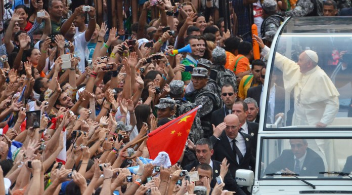 Pope and crowd