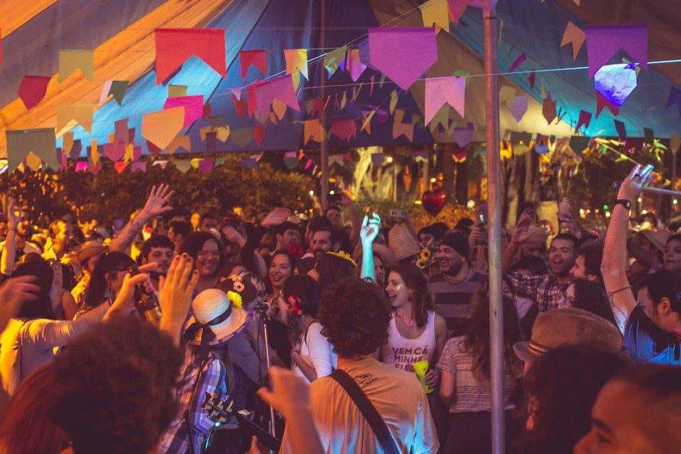 Hosted by the wild Carnival party, 'Bloco Vem Cá, Minha Flor' (Bloco Come Here, My Flower), Saturday's free party at Botafogo's Mirante do Pasmado should be quite the colorful event, Rio de Janeiro, Brazil, Brazil News,
