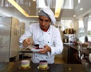 Auxiliar de Confeiteiro,Auxiliar de Serviços Gerais - R$ 1.351,00 -Preparar e ajudar no preparo de diversos doces e bolos - Rio de Janeiro