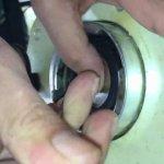 Macchina-da-caffè-perde-acqua-Sostituzione-guarnizione-1