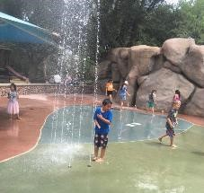 How to plan your family vacation on a budget|Children playing in splash pad at the El Paso Zoo