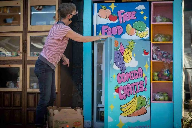 Risa, volunteer with The Love Fridge in Chicago, helps to make sure fridges across the city are stocked each week with fresh foods. Find more examples of ways you can help your communities in our tools pages at the end of each article in RIPPLE OF CHANGE.