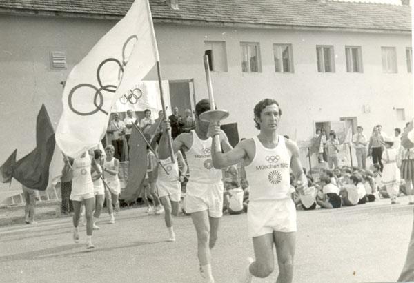 Tiberiu Gerga cu flacăra olimpică, 1972
