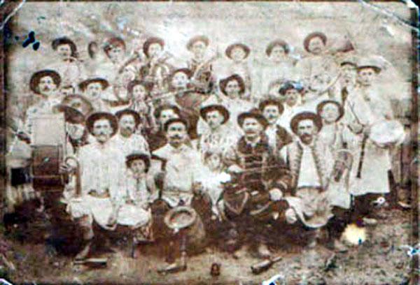 Prima fotografie a fanfarei din Coștei, 1913