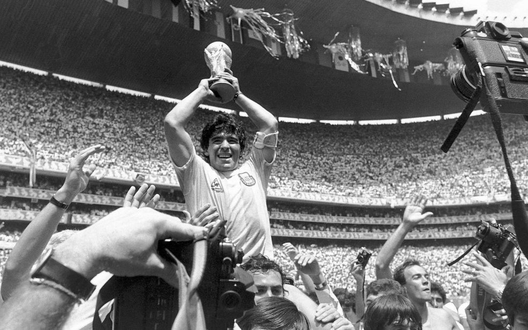 In memoriam: muere Maradona, la esquirla de un dios en la tierra