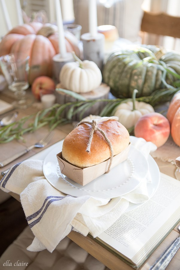 Thanksgiving Table Ideas - Roll loaves