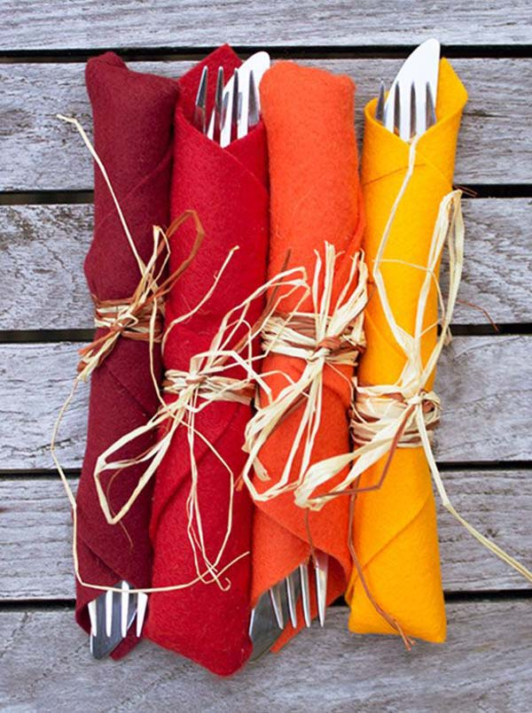 Thanksgiving Table Ideas - bright napkins